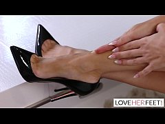 Linzee Ryder Gives A Footjob To Her Daughters Fiance