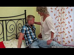HD Blow your load on mom's face