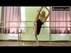 Hot girl Regina Blat performs gymnastics