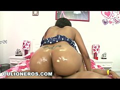 CULIONEROS - My girlfriend's Colombian mom wants to fuck me, so she does