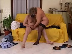 Amateur chubby woman fucked well in a sofa