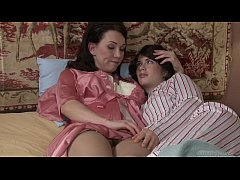 thumb mommy and daughter fingerfuck   ashlyn rae rayveness