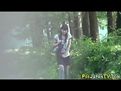 Asian babe public peeing