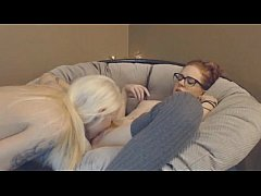 Two Lesbian Babes go Down and Scissor