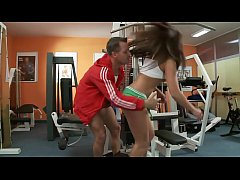 Fit stud  sucked by sporty babe
