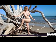 Beautifull girl nude photoshoot at beach
