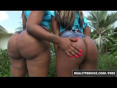 RealityKings - Round and Brown - (Harmonie Marquise, Mi) - Stuffing Harmonie