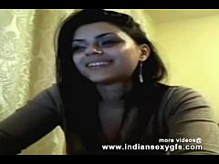 Cute Indian Collegegirl squeezing her boobs on live sex - indiansexygfs.com