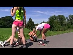 best friends rollee skateing