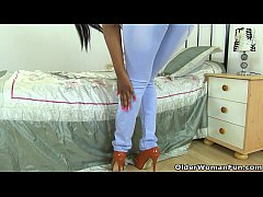 british milf bounty looks sexy in a pair of jeans