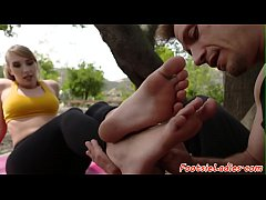 Footfetish babe banged outdoors
