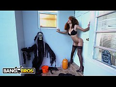 BANGBROS - Naughty Cecilia Lion Demands A Treat & Count Jmac Delivers