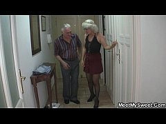 Man caught his girlfriend with her older  ...