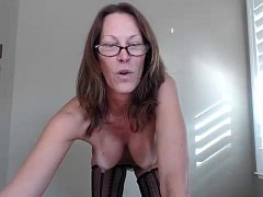 Hot Milf jessryan flashing boobs on live webcam