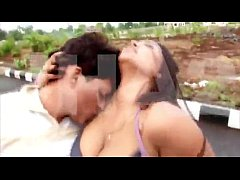 HOT desi kiss on road!!