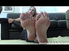 You love worshiping sexy feet!