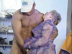 Oldtimer - fisting mature hairy pussy