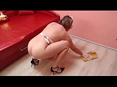Mature nude maid does cleaning