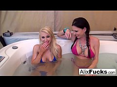 Jacuzzi fun leads to a double blowjob between friends