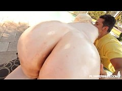 Big Booty PAWG Klaudia Kelly Gets Ass Oiled N Fucked Outside