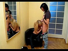 Teen chick pleases her chap