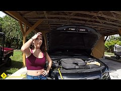 Clip sex Roadside - Latina wife has sex with her mechanic outside