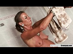 Pissing and anal sex with a horny mommy