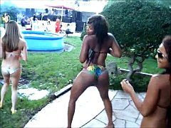 2 Black girl Twerk in the Party