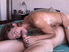 Clip sex Super sexy old spunker loves it when you cum in her mouth