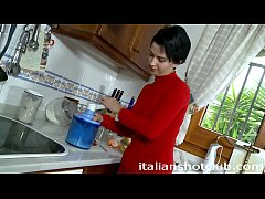 Play full 3GP - brunette girlfriend with short hair fucking in the kitchen