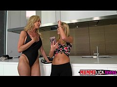 Alluring ladies mom Brandi and Cali in lustful scissor sex