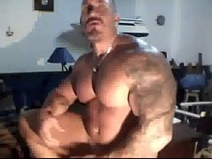 Muscle dad Solo webcam - hotguycams.com