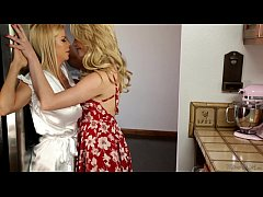 HD Mia Malkova and her Stepmom Alexis Fawx Almost Caught