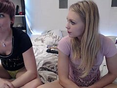 girl siswet19 playing with a girl  on live webcam