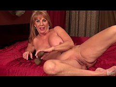 Sexy mature lady Rae Hart play with electric dildo in bedroom