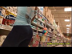 Latina with an AMAZING ASS in Grocery Store - fatbootycams.com