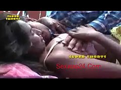 bgrade indian babe Swathi gets  her boobs pressed Sexwap24.Com