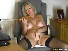 4xcams Your mommy plays with hot pussy for me !