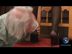 Luscious Valentina Velasquez gives sensual foot...