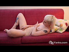 Yanks Cassandra Lee Rubs Out In Nude Body Stocking