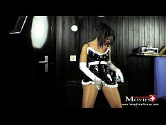 Maid Teeny Amanda Jane gets lost in the dark room