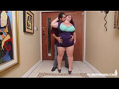 Sexy Cougar BBW Lady Lynn Fucks Latin Landlord Juan Largo