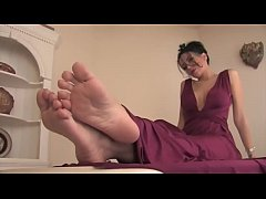 Latina Beauty Hera's Sexy Soles Part 1- www.prettyfeetvideo.com