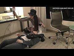 Mistress Sablique Von Lux hits unpredictably Andrea Diprè in the nuts