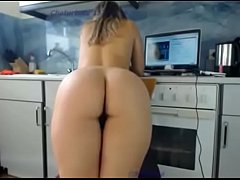 Slut moves her ass and fucks a dildo on live webcam, FULL VIDEO: https:\/\/ouo.io\/puItaM