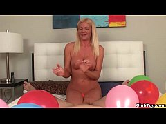 ct-Super hot blonde milf POV handjob