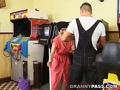 sdMuscle Guy Fucks Ugly Granny