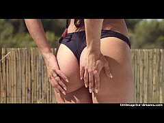 Clip sex Swinger House in Barcelona - First visitor Sicilia & Little Caprice part 2