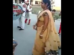 Indian-Aunty-in-Dance-Look