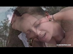 Selfie addicts fucks tourist teen babe in the grass